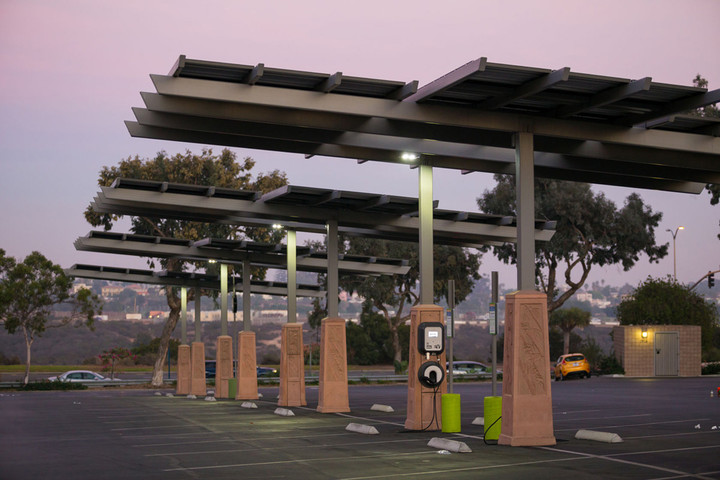 A solar-powered electric vehicle charging station in San Diego. Photo by Joshua Rainey / 123RF