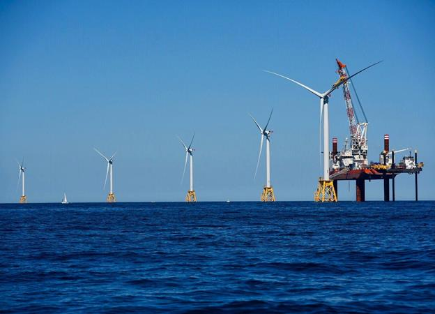 Final turbine installed at Block Island. Deepwater Wind photo.