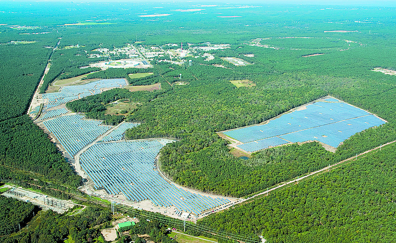 Long Island Solar Farm is the largest solar power plant in the eastern United States. It consists of 164,000 solar panels that provide up to 32 MW of electricity. Credit: Brookhaven National Laboratory.