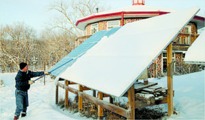 Keep your panels clear of snow for maximum efficiency in the winter. Photo credit: solarworld4u.com