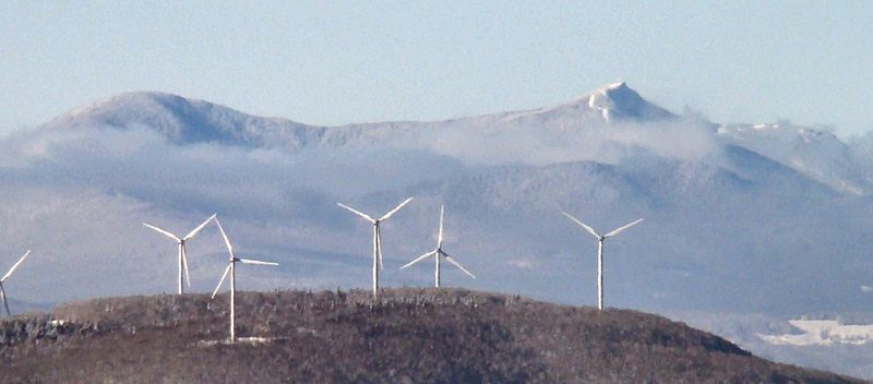 Sheffield wind farm (Credit: From the nek, Wikimedia Commons)