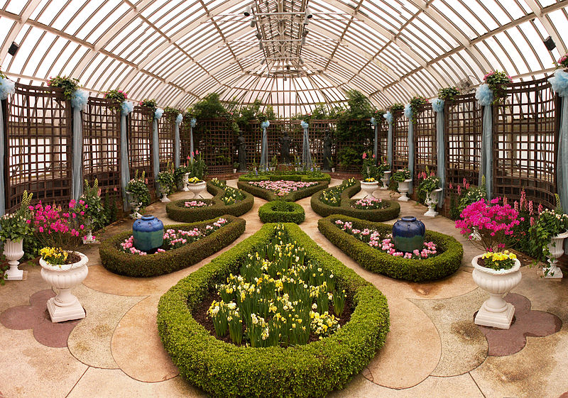 The Broderie Room in the Phipps Conservatory and Botanical Gardens (Cbaile19, Wikimedia Commons)